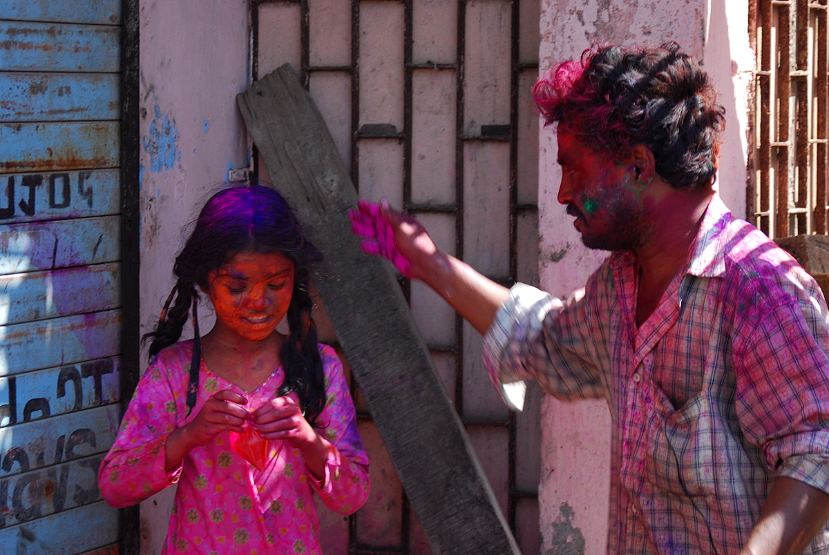 tips on celebrating holi in india