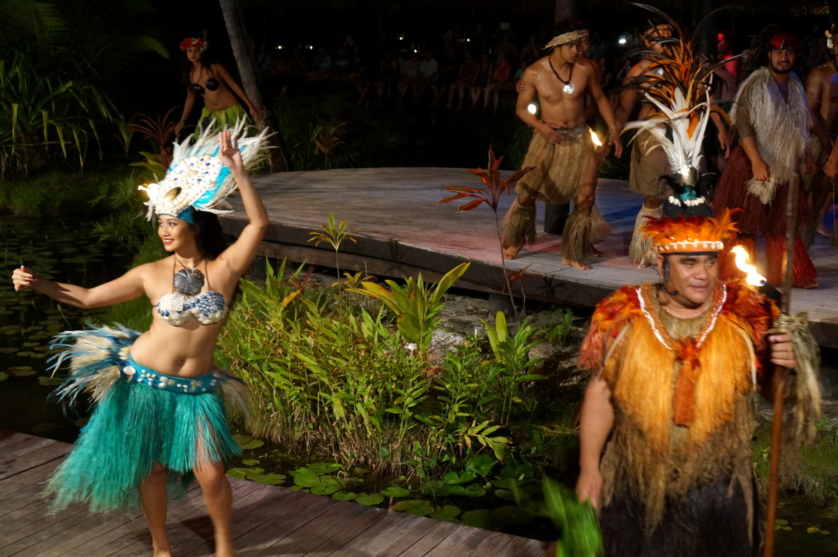 Te Vara Nui a fun night out for families and couples on a Cook Islands vacation