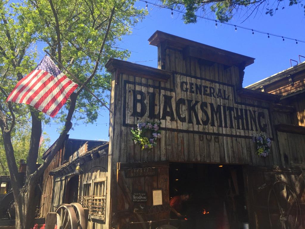 Buena Park: Knott's Berry Farm Blacksmith