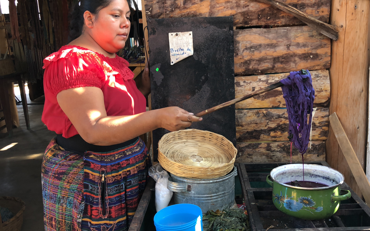 Learn how weaving in Guatemala with TinteMaya