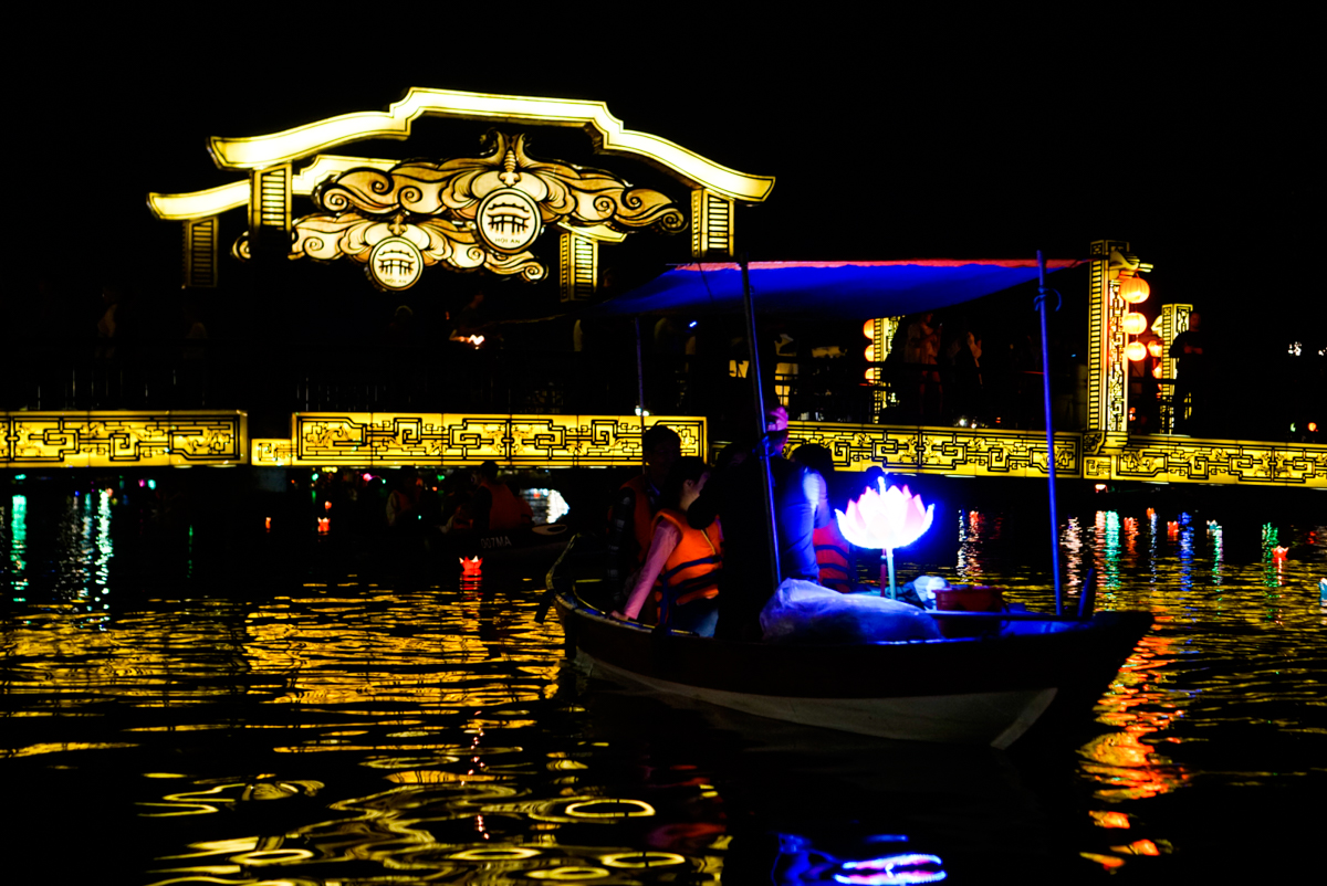 What to do in Hoi An with Kids - Ride in a lantern boat!